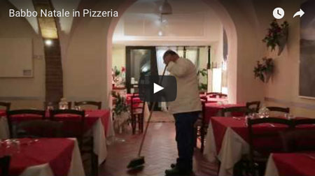 video social babbo natale in pizzeria